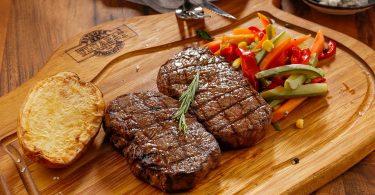 """alt=""""bistecca con verdure"""""""