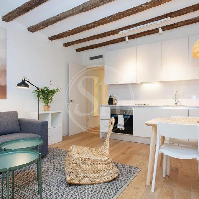 Muy bonito piso de alquiler ubicado en el Born Estehellip